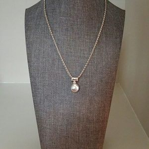 Snake chain with pearl pendant